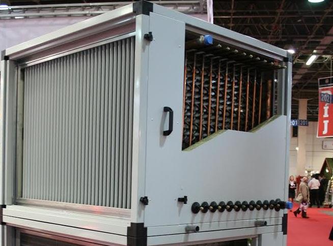 Nagyhatékonyságú levegő-víz hővisszanyerő hőcserélő megújuló energia és hulladékhő hasznosítással