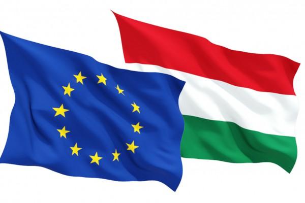 Magyar és EU-s zászló